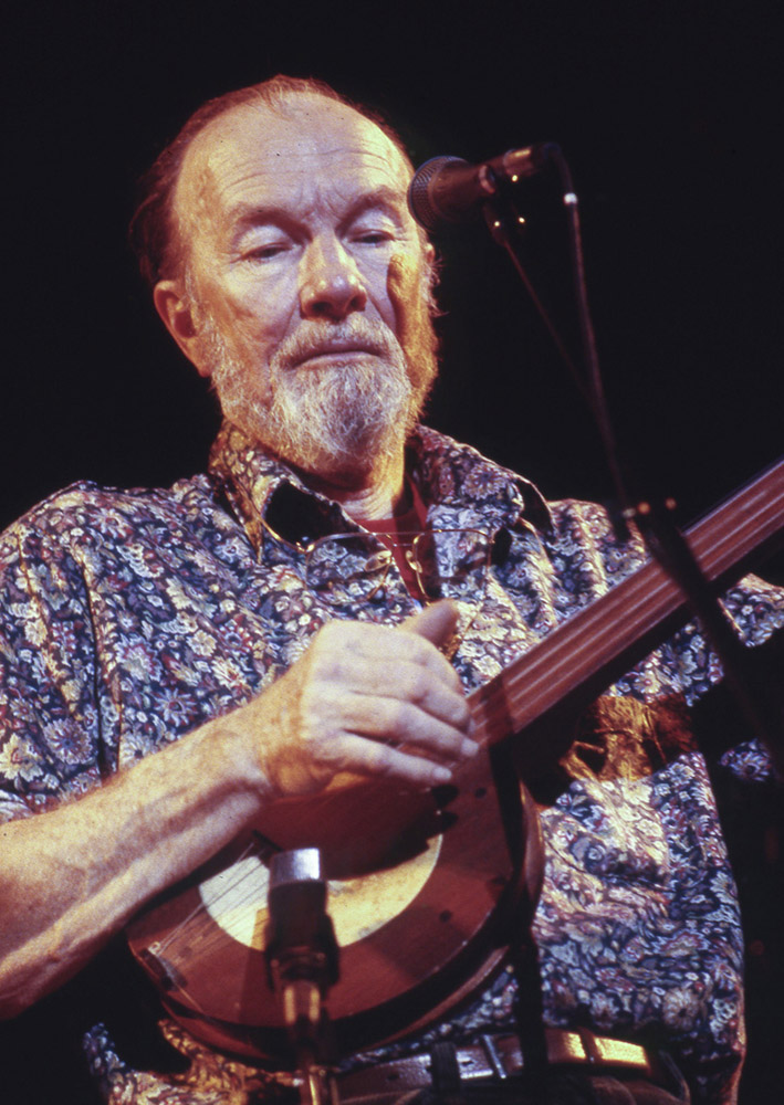 PETE SEEGER WOITH OLD BANJO 1984